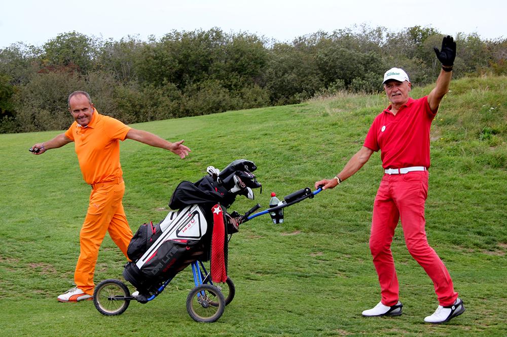 trophee art-en-ciel - deux participants au golf de belle dune